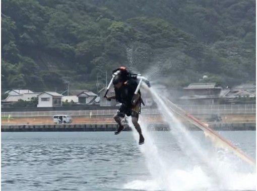 【長崎・諫早】インストラクターによる指導で初めての方も安心♪ 自由自在に空を飛ぶ!ジェットパック体験の紹介画像