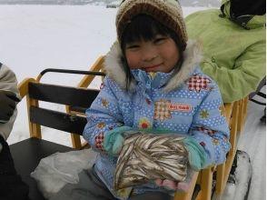 【福島・桧原湖】ワカサギ釣り8:30集合!~お土産付~参加者の初チャレンジ率95%!の画像