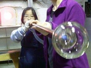 【山梨・勝沼】オリジナルガラス作品を作ろう!人気の宙吹きガラス体験  【地域共通クーポン利用可能プラン】