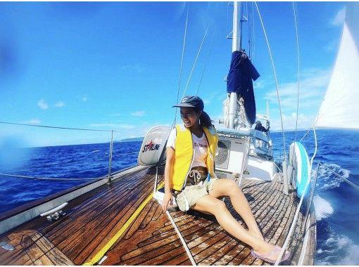 【那覇・与那原】風の力を使って進む船、ヨットで離島に行って遊ぶ最高に贅沢な一日!