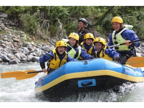 [Hokkaido ・ In Hidaka Rafting] Participation is OK from age 5! Clear stream Japan's best and Sarukawa family Rafting half-day Tours