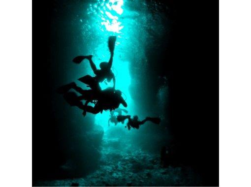 【沖縄・青の洞窟・ビーチ体験ダイビング】☆初心者大歓迎☆完全貸切ツアー☆