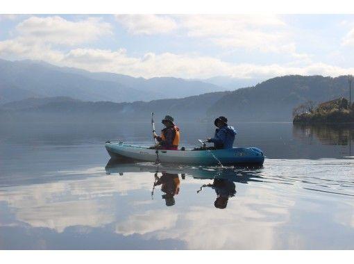 【冬カヤック】紅葉と静寂の湖面に漕ぎ出そう!三方五湖コース[2時間]の紹介画像