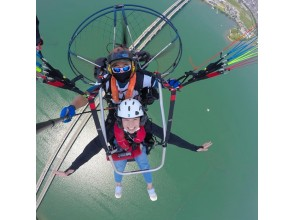 [Shiga] Go over Lake Biwa with Paragliding! Tandem flight experience long course 25 minutes (with Gopro free commemorative photo)