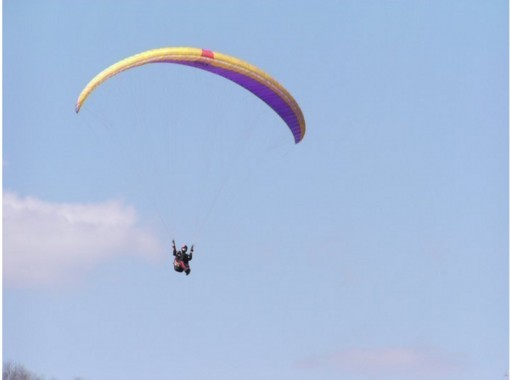 """[Kyoto Kameoka]Paragliding experience """"Challenge (90 minutes) + 470m tandem course"""" free With a shuttle bus!の紹介画像"""