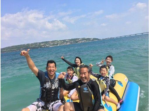 【沖縄・古宇利島】安心の1グループ毎の貸切で体験!当店一番人気!バナナボートで古宇利島一周プラン