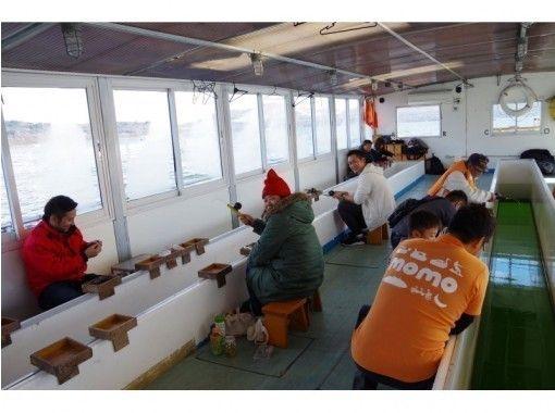 【山梨・山中湖】団体・グループ旅行におススメ!貸切船でプライベート「わかさぎ釣り」体験