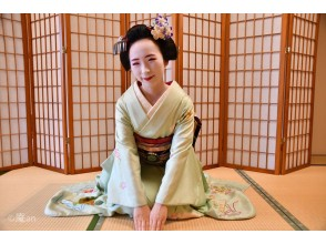 【京都・下京区】京都で大人気の常設プログラム!舞妓さんと一緒にお点前体験(20分コース)