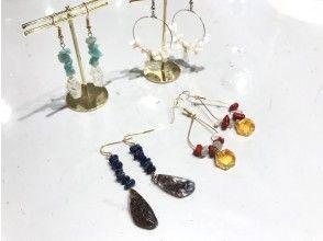 <<可以使用所有地区通用使用优惠券冲绳/石垣岛]制作原创耳环和琉球玻璃包装的耳环