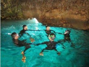 【沖縄・恩納村】専用ボートでご案内!人気の青の洞窟シュノーケルを気軽に楽しめます!(水中写真プレゼント)