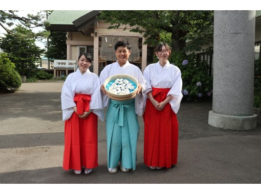 【Aomori】Morning as a Priest / Maiden at Hirota Shrineの紹介画像