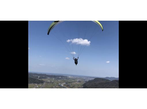 【霊石山】タンデムフライトで約300mの高さからパラグライダー体験!