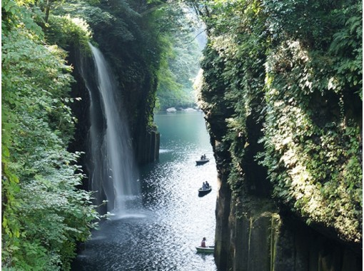 """Mythical """"Takachiho"""" from Fukuoka: microbus 1-20pax (12h)の紹介画像"""