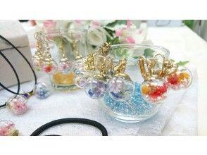 ゆらゆら可愛い【ガラスドームアクセサリー】 人数割引有り 透明ガラスにお花が揺れてとってもキュートです
