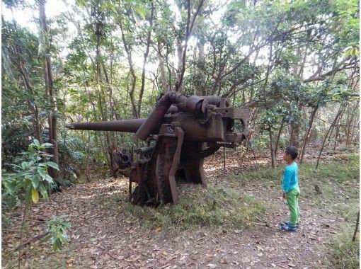 【小笠原・半日戦跡ツアー】自然の中に残る戦争の歴史をめぐる