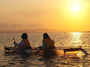 【沖縄・石垣島】竹富島と西表島を眺めながら!スケルトンカヤック体験(サンセットツアー)の画像