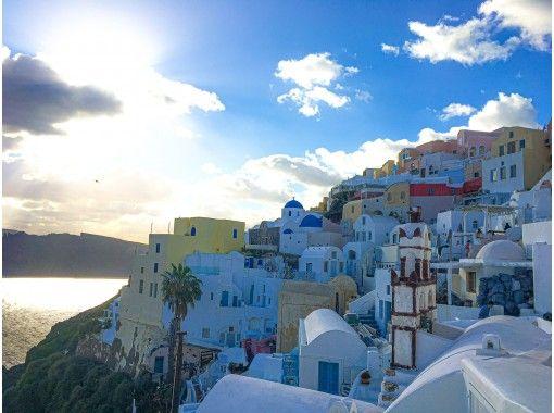 【オンライン】ギリシャより、崖に建つ白い街並みとエーゲ海が美しいサントリーニ島のイアの街を散策