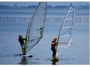 【滋賀・琵琶湖】2名以上の予約で割引あり!ウインドサーフィン3日間(3回/1名)コースの画像