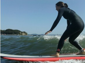 [Shonan / Enoshima] Surfing lessons for beginners! All equipment Rental etc. included! [1 minute walk to the sea]