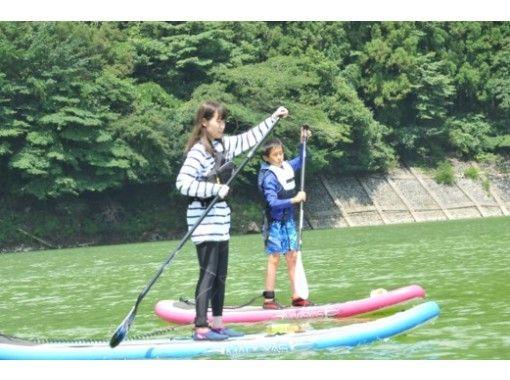 【神奈川・丹沢】小学生からOKのSUPツアー!美しい丹沢湖の上をのんびりクルージング!の紹介画像