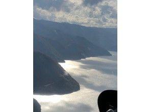 【岐阜・世界遺産白川郷】空から観光!紅葉の白山ヘリコプター遊覧飛行(3名6分コース)