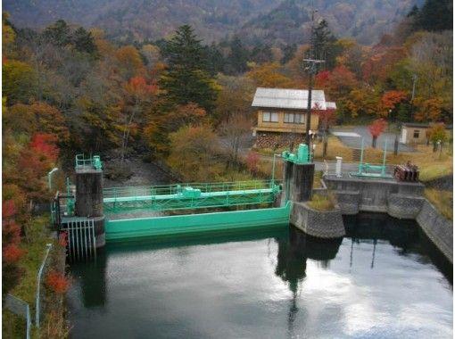 【栃木・奥日光】ダム好き集まれ!日本3名瀑、落差97mの「華厳ノ滝」は日本一背の低い「中禅寺ダム」から流れ出す!ダム専門ガイドがご案内.