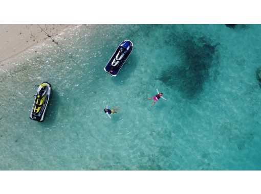 【1日限定2便】絶景ジェットツーリング ~瀬底島経由→水納島行き 本島屈指の透明度を誇る美ら海ツーリング~の紹介画像