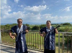 【沖縄・古宇利島】古宇利島の美しい海とサトウキビ畑に囲まれて♪沖縄三味線体験(1時間コース)