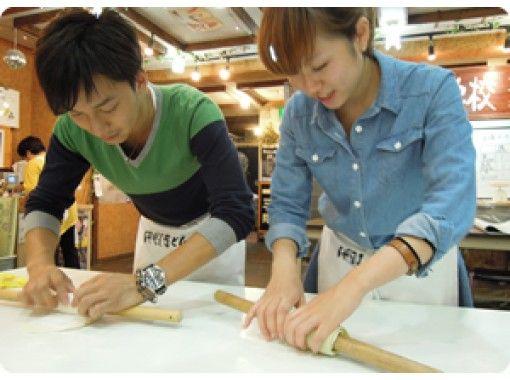 【香川・琴平】本場讃岐の手打ちうどんを楽しく学んでみませんか!うどん打ち体験