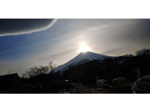 【山梨県・山中湖】ダイアモンド富士 船から観賞ツアー 1日限定2組 富士山頂に太陽が重なる!冬の神秘の絶景! 4か月間のみの限定ツアー