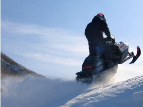 [Hokkaido / Sapporo] Snowmobile Tour Dynamic Course 60/90 minutes Experience a full-scale mountain course empty-handed!