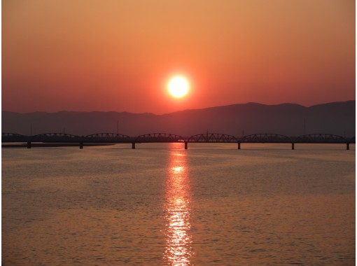 【徳島・吉野川】四国一の大河・吉野川のサンセットクルーズと隠れ家レストランバーで夕食