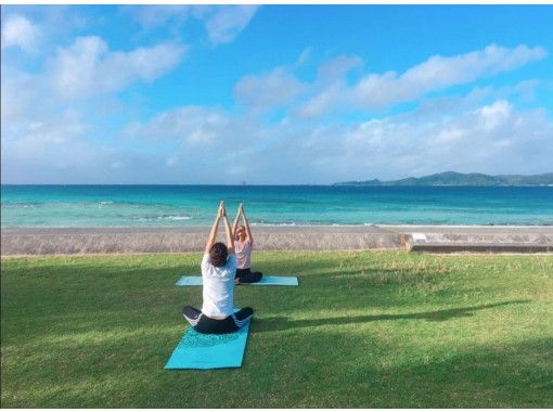 [Okinawa / Kumejima] We deliver online yoga that connects the mind, body and soul with beautiful nature. Those who are stiff and beginners are also welcome!の紹介画像
