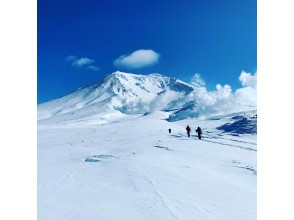 [Departure and arrival at Sapporo Station] Snowshoe hiking around Asahidake with a professional guide <Beginner OK, with lecture>