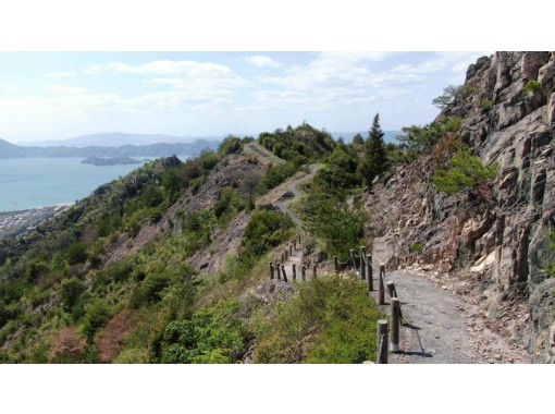 【愛媛・しまなみ】しまなみの壮大な景色を美しい岩山から望む!大三島 安神山トレッキングの紹介画像