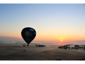 [Watarase Retarding Ground, Tochigi Prefecture] Overlooking the Kanto Plain from 1000m above the ground! Hot-air balloon sightseeing flight. To commemorate the couple and family!