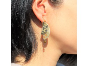 [Gifu / Mino] Recommended for girls traveling! Fashionable Mino Japanese paper earrings handmade experience! [Free service] Gachapon once! Original Japanese miscellaneous goods gacha