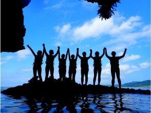 竹富島行乗船券付き!【沖縄・石垣島】大自然の贈り物!青の洞窟探検シュノーケリング&ジャングル滝つぼトレッキングツアー!