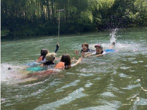 【群馬・吾妻】四万湖で8月限定の水遊びツアー!夏でもひんやり♪ 思いっきり水遊び!夏を涼しく満喫しましょう♪