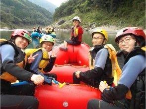 【四国・高知】子供も大人も家族で楽しむ!吉野川ファミリーラフティングツアー(半日コース)の画像