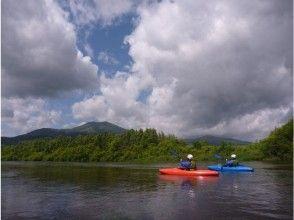【北海道・ニセコ】ゆったりわくわく!尻別川カヤック川下りツアーの画像