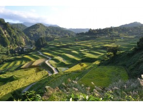 """[Yamagata Prefecture, Hijiori Onsen] """"Mini tour of rice terraces and beech forests in Yokkamura"""" Guided by a local guide ♪ Okura village enjoyment tour by bus \ Okura village of 100 selections of rice terraces in Japan"""