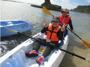 ファミリー・カップルにおすすめ!【サンゴの海でシーカヤック】2名様から実施。のんびりショートコース90分!2人乗りカヤック