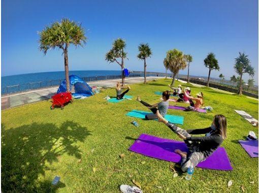 【沖縄・宜野湾、浜比嘉】沖縄のビーチでヨガ体験!(お子様用スペース付)