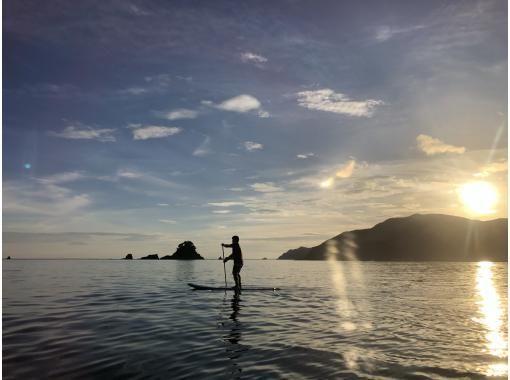 【福井県 高浜町 和田浜】早朝SUP人混みを避けて静かな早朝の海で朝飯前の水上散歩体験90分
