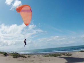 [Paragliding in the Tottori Sand Dunes] image of the half-day experience course
