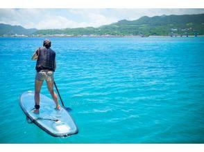 [冲绳/濑底岛]清晰的SUP体验♪在Mezamashi电视上介绍♪在脚下展开的翠绿色水中漫步♪