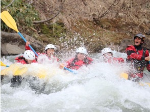 [Hokkaido / Niseko] Rafting! Shiribetsu River summer course that can be enjoyed from 4 years old to adults! Let's play in nature ♪