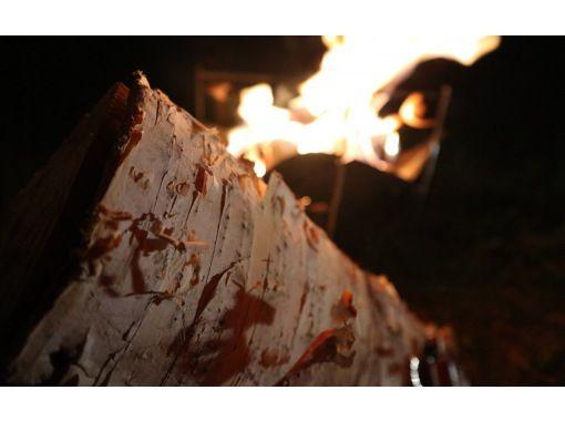 【秋田・鹿角市】焚火体験・川のせせらぎと白樺の香り、星空の下揺れる炎を眺める。すべてが極上の鹿角時間。こだわりのコーヒーとともにの紹介画像