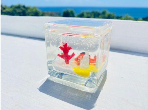 【沖縄・美ら海水族館近く】ジェルサンドアート作り体験 色砂やガラスのパーツでオリジナル作品を作ろう!カップル・ファミリーにもオススメプランの紹介画像